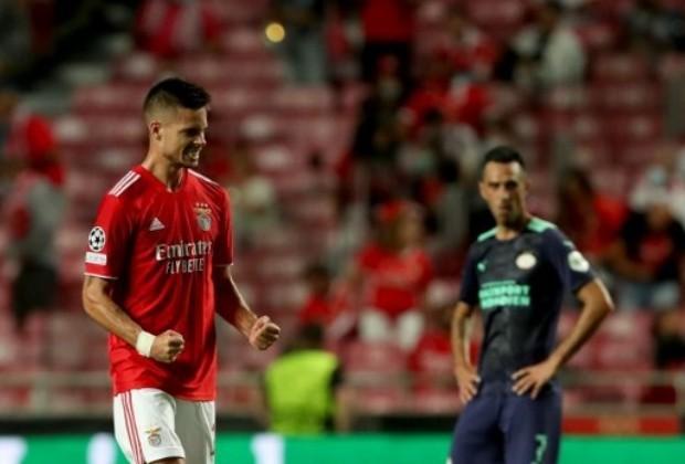 Julian Weigl marcó uno de los goles de Benfica/ AFP