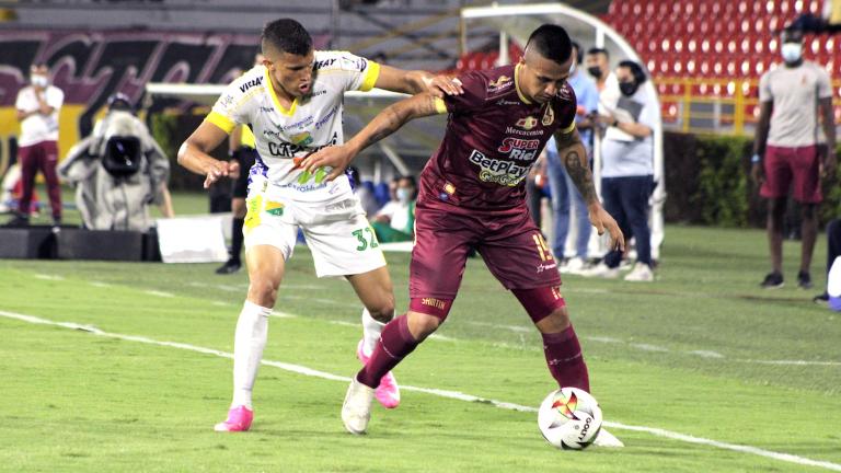 Tolima se impuso 1-0 frente a Huila. / Foto: VizzorImage - Juan Torres